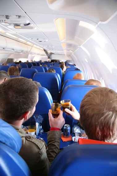 2015-06-10-1433948089-7978848-flightattendants_2.jpeg