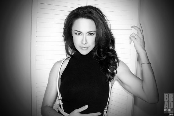 Actress Lindsey Mckeon Her New Venture And Getting Inside Chris Evans Head Huffpost Actress, wife, spiritual enthusiast, health nut, pole dancer, yogi, alternative medicine believer, lover of life. actress lindsey mckeon her new venture