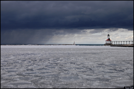 2015-06-11-1434038722-4768156-lighthousestorm.jpg