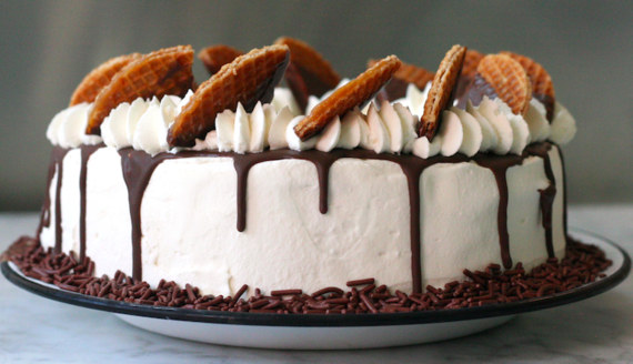 2015-06-12-1434125650-8655883-icecreamcake.png