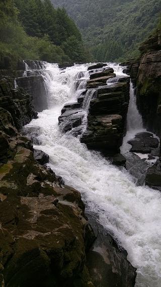 2015-06-13-1434237860-9543687-waterfall.jpg