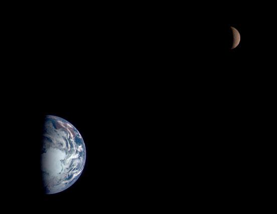 2015-06-14-1434286180-4954958-EarthNEAR400000km.jpg