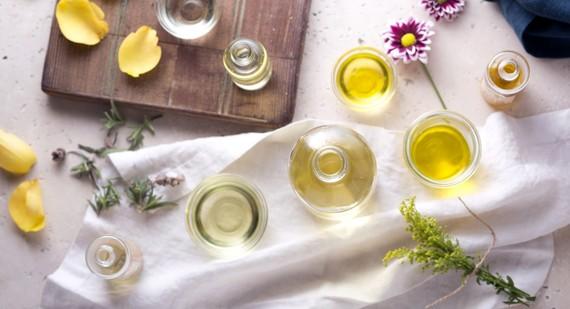 2015-06-16-1434480402-7319895-essential_oils_blog2000x1086.jpg