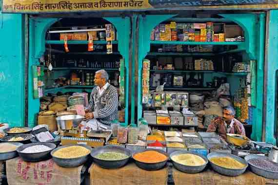 2015-06-17-1434502154-3365376-india_jodhpur_spicestall.jpg
