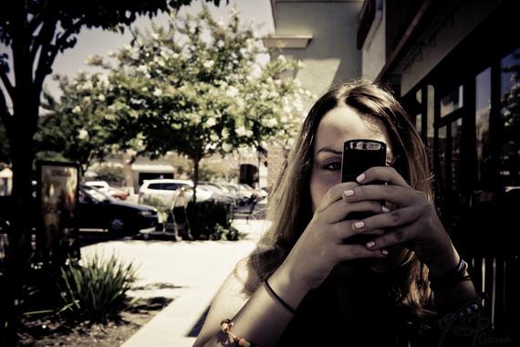 2015-06-20-1434786862-3927804-WomanHoldingaMobilePhoneImportancetoBusiness.jpg