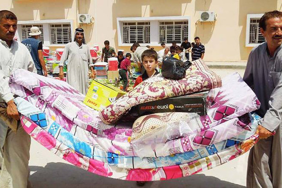 2015-06-20-1434819387-9117468-RefugeesFleeingRamadi.jpg