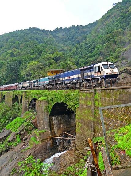 2015-06-22-1434980679-5061073-train179245_640.jpg