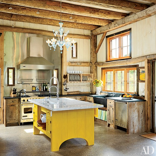 11 charming farmhouse kitchens huffpost for Barn style kitchen cabinets