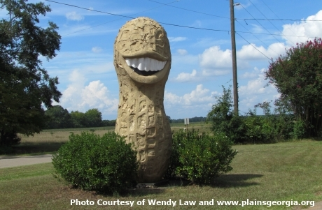 2015-06-25-1435253131-2420092-Worlds_Biggest_peanut_USA_Roadside_attractions.jpg