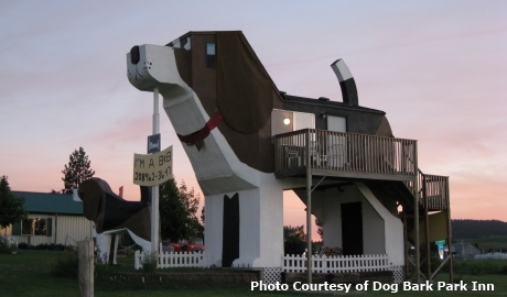 2015-06-25-1435253318-5721468-Worlds_Biggest_Beagle_USA_Roadside_attractions.jpg