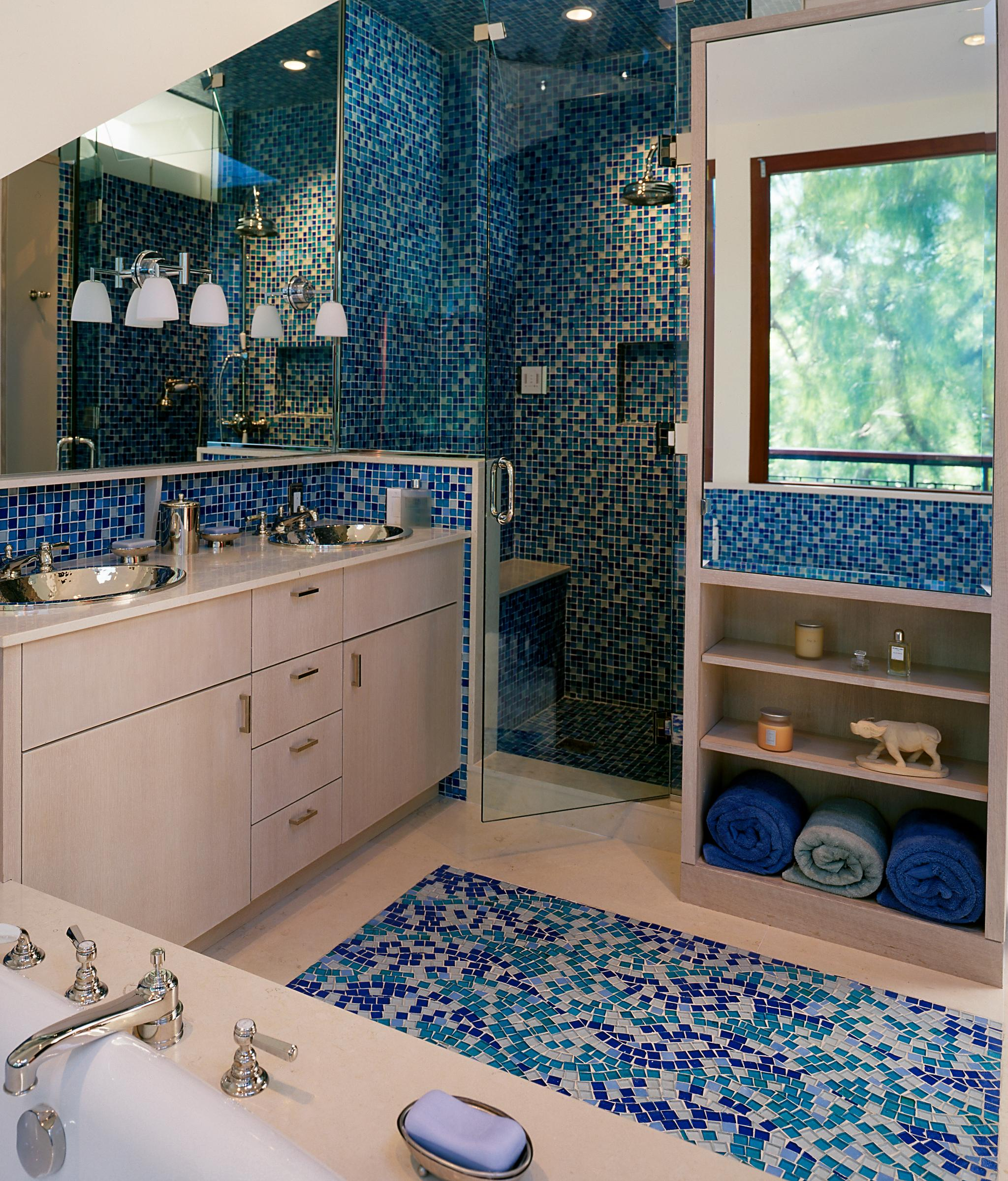 9 bathrooms that make tile look trendy huffpost for Trendy bathroom tiles