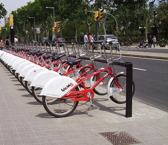 2015-06-26-1435296381-4681945-1Bicing_Barcelona_Urban_Cycling.jpg
