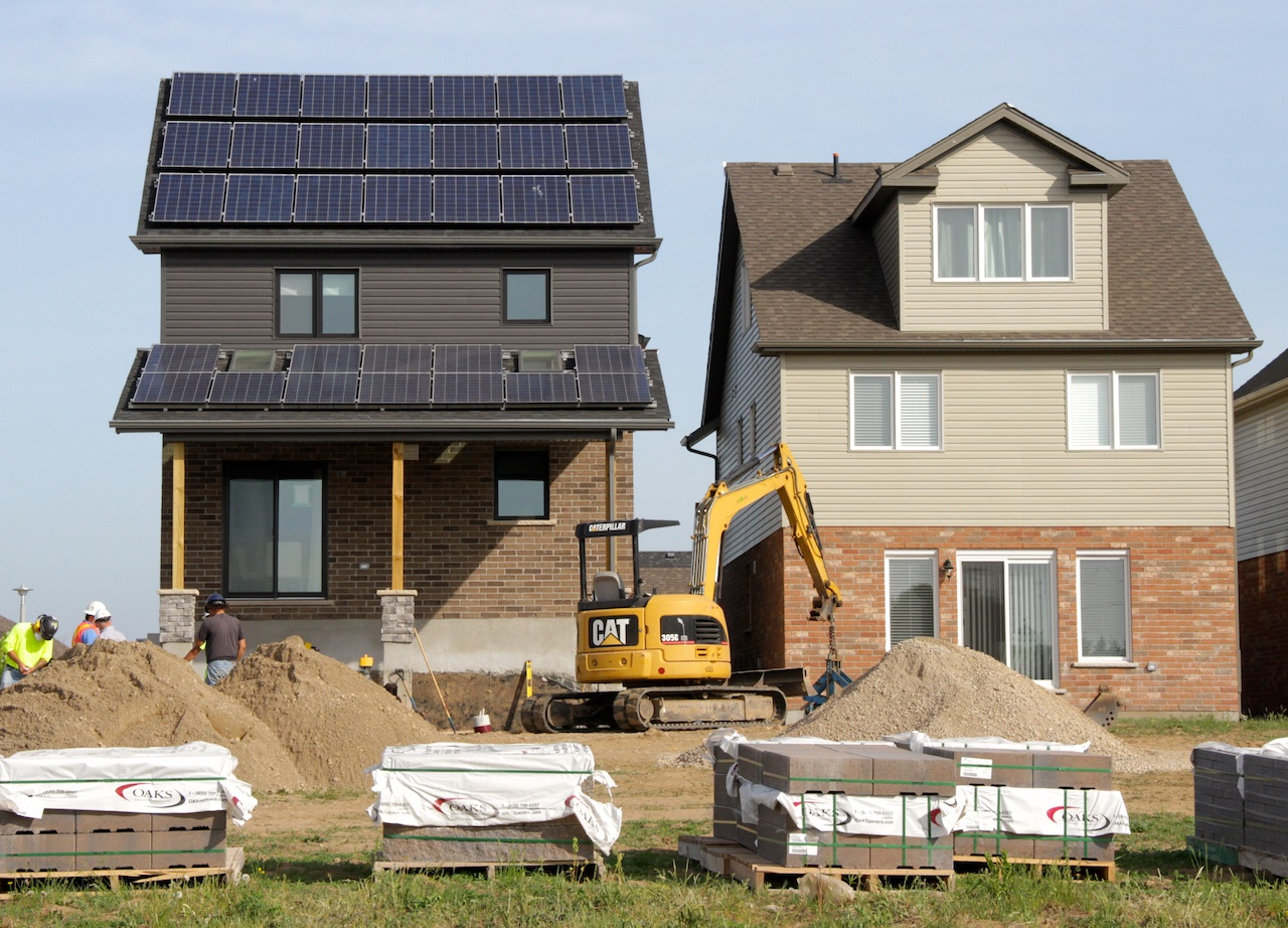 Five mini net zero communities spring up across canada for Net zero home