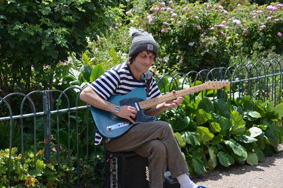 2015-06-30-1435671111-9737167-StrassenmusikerinBrighton.jpg