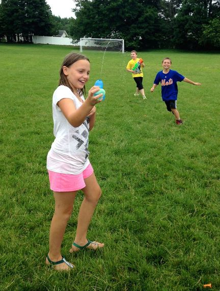 2015-06-30-1435676066-8515316-waterballon_FunMom.jpg