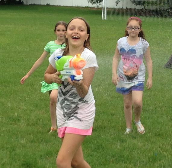 2015-06-30-1435676819-1565741-watergun_FunMom.jpg