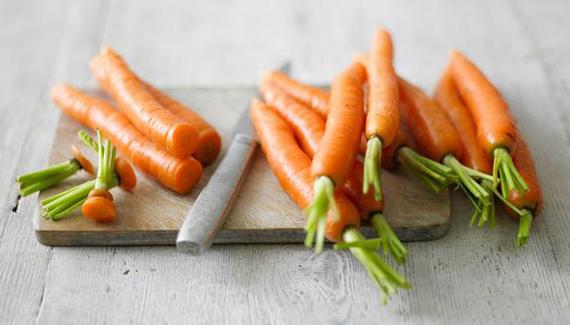2015-07-01-1435764466-9513406-food_myths_carrots.jpg