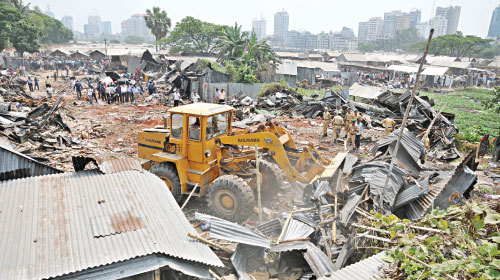 2015-07-03-1435886458-9136866-Image3Poor_Mans_sciences_Dhaka_Survives.jpg