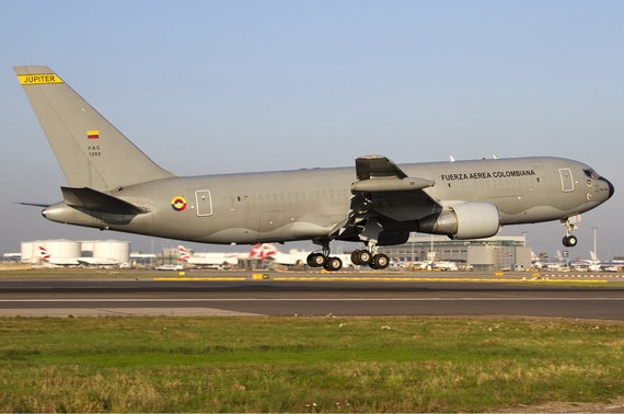 2015-07-05-1436102752-6184542-Colombian_Air_Force_Boeing_KC7672J6ER_Lofting1.jpg