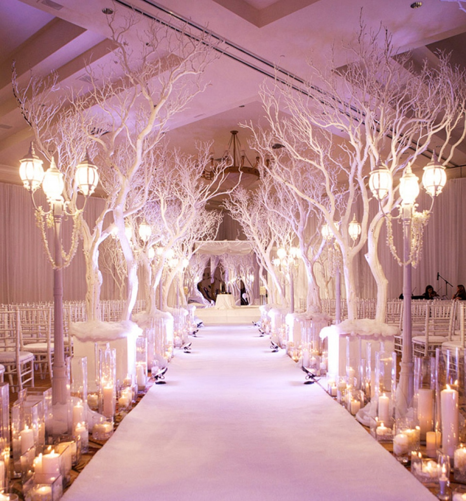 4 Gorgeous Ways To Bring The Outside Into Your Wedding ...