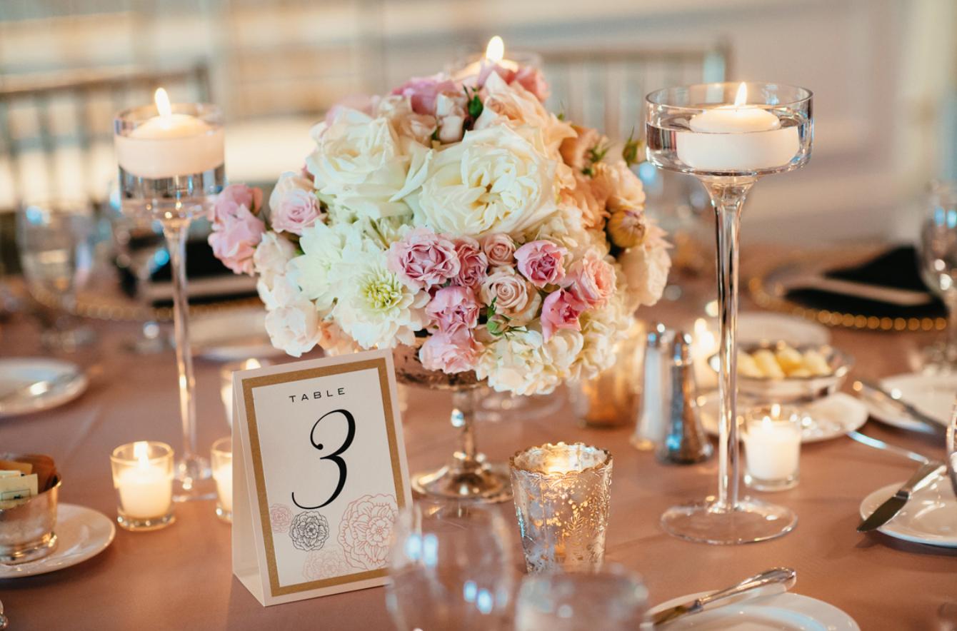 Как украсить столы гостей на свадьбе