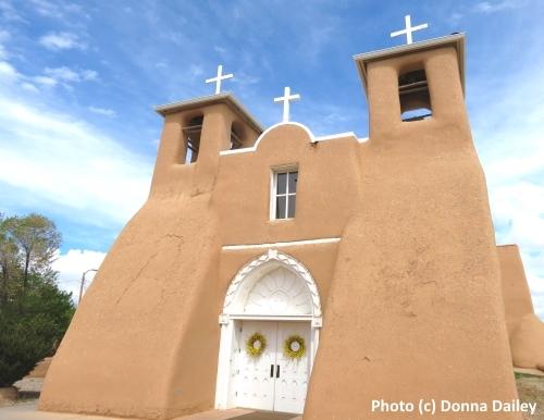 2015-07-12-1436703156-4712433-Ten_Top_Things_to_Do_Taos_San_Francisco_de_Asis_Mission_Church.jpg