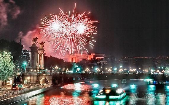 2015-07-14-1436909422-9165375-BastilleDayParis_2273748i.jpg