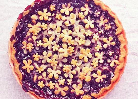 2015-07-15-1436987952-3523963-pretty_pies_blackberry.jpg
