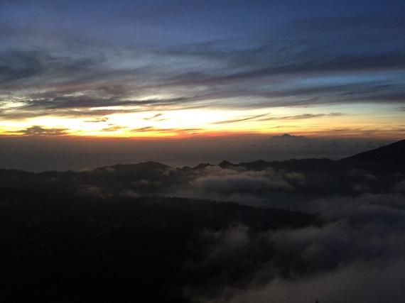 bali-trips-hike-mount-batur-sunrise-clouds