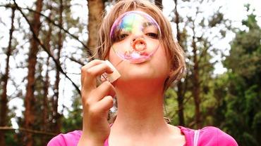 2015-07-16-1437083665-5344318-blowbubbles711808_1280.jpg