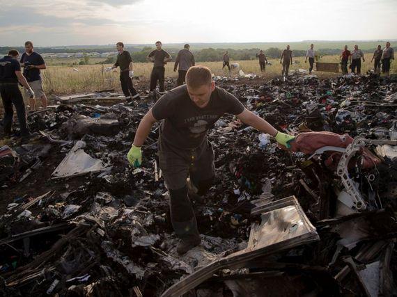 2015-07-16-1437088347-6708872-AP_ukraine_plane_debris_jt_140720_4x3_992.jpg