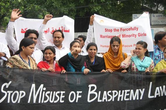 2015-07-17-1437169754-7159983-PAKISTAN__donne_e_blasfemia.jpg