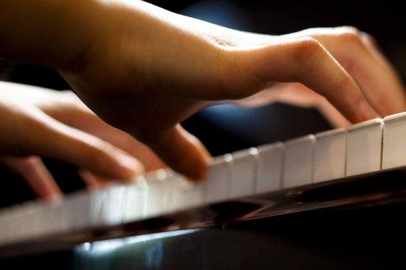 2015-07-20-1437415504-3721110-Hands_on_Piano_iStock.jpg