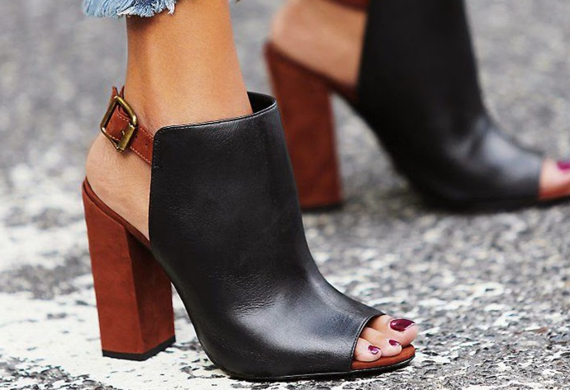 2015-07-21-1437489559-1233512-SmellyShoes.png