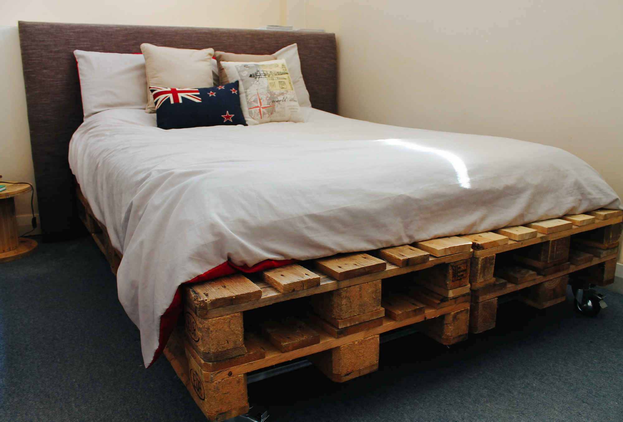 7 cool pieces of furniture you can easily make with for How do you make a pallet bed