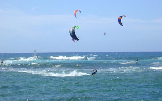 2015-07-28-1438086811-4220370-Kite_surfing_Oahu.jpg