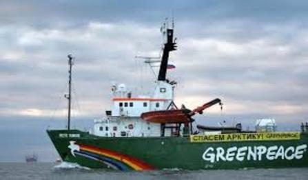 2015-08-02-1438535716-8438109-Greenpeaceship.jpg
