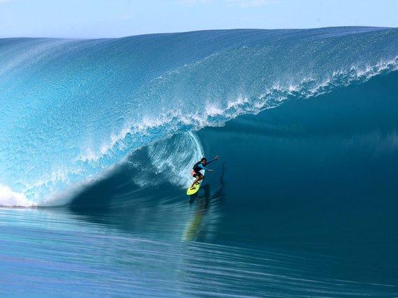 2015-08-04-1438706522-5076618-555b7f8950121edec25708d5d_surfingteahupootahiti.jpg