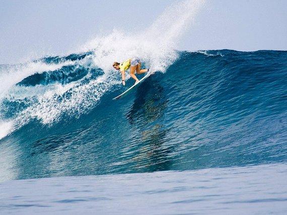 2015-08-04-1438706582-5033920-655b7f8907772ff921f964a74_surfingcloudbreakfiji.jpg