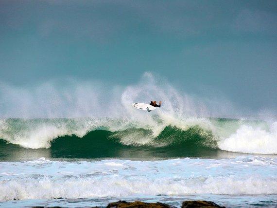 2015-08-04-1438706664-5471632-755b7f8930121edec25708d3c_surfingjeffreysbaysouthafrica.jpg
