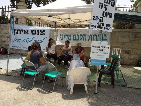 2015-08-06-1438872619-1264704-IsraeliWomen.jpg