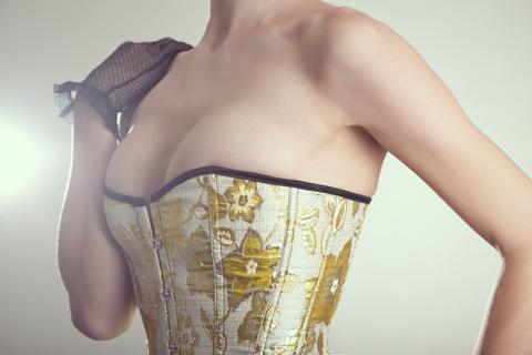 2015-08-07-1438949605-6226979-corset.jpg