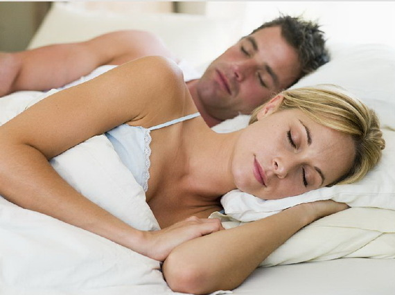 2015-08-08-1439030959-6810794-couplesleeping11.jpg