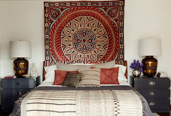 10 decor ideas for that wall above your bed huffpost for Decoration above bed