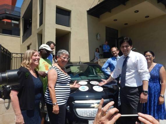 2015-08-13-1439502742-8645549-LA_EV_carsharing_SenDeLeon.jpg