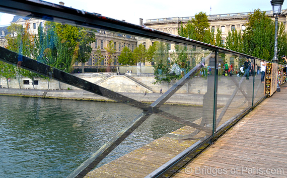 Adieu to the love locks of paris huffpost for Love lock bridge in paris