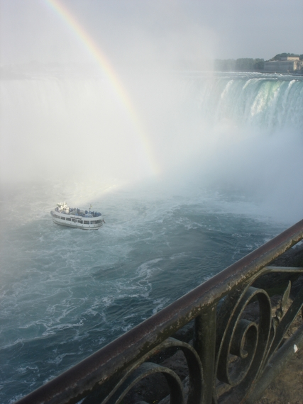 2015-08-17-1439837205-4557304-Niagaraboatrainbow.JPG