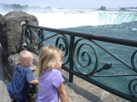 2015-08-17-1439837272-5450201-Niagarakidsatfence.JPG