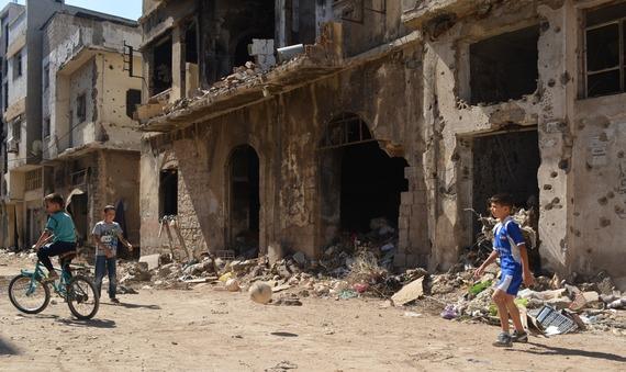 2015-08-18-1439903668-4368050-syrienkinderspieleninruinen70701.jpg