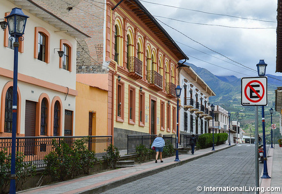 2015-08-18-1439936806-6148172-Ecuador.jpg